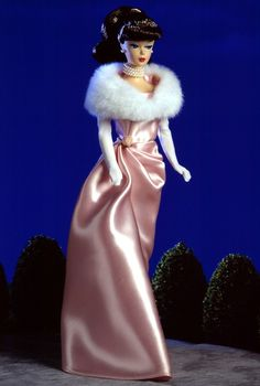 Looking for the Enchanted Evening Barbie Doll - Brunette? Immerse yourself in Barbie history by visiting the official Barbie Signature Gallery today! Barbie I, Vintage Barbie Dolls, Barbie World, Barbie And Ken, Barbie Clothes, Barbie Style, Mattel Dolls, 1940s Fashion, Fashion Dolls