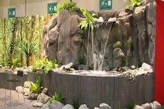 Farne und Grünpflanzen, Wasserfall, Messestand Mineralienmesse Hamburg, plants for fairy