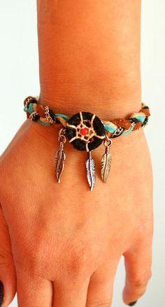 Dream Catcher Friendship Bracelet par PurpleShmurpleShoppe sur Etsy, $25,00  So sweet!