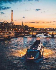 The Eiffel Tower Paris 3, Louvre Paris, Grand Paris, Paris At Night, Paris Love, Tour Eiffel, Paris Torre Eiffel, Paris Travel, France Travel