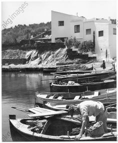 Maison de S. Dalí, Port Lligat à côté de Cadaquès, 1953.