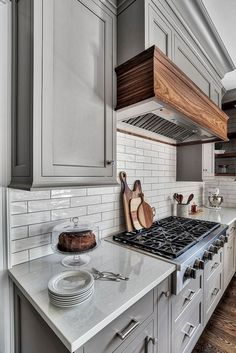 Modern Kitchen Decor : Illustration Description Backsplash trends glossy wavy subway tile Kitchen Backsplash trends glossy wavy subway tile New Modern Farmhouse Kitchens, Cool Kitchens, Elegant Kitchens, Farmhouse Style, Farmhouse Ideas, New Kitchen, Kitchen Decor, Kitchen Grey, Kitchen Wood