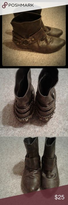"Wanted booties with cute heel staps/chains size 9 In nice condition. Style name is Holster. Cute step details. Pointy rounded toes. 3"" high shaft with 12"" opening at ankle. Wanted Shoes Ankle Boots & Booties"