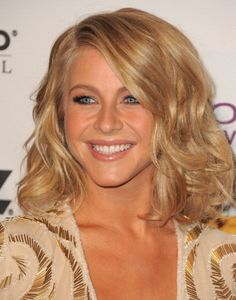 Julianne Hough has gorgeous hair. I love her color!