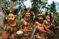 Indigenous Tribes of Papua New Guinea We Are The World, People Around The World, Sun Worship, West Papua, Indigenous Tribes, History Of Photography, Native American Tribes, The Beautiful Country, Best Hikes