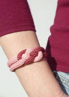 Un bracelet en tricotin avec fil Natura DMC ❥Teresa Restegui…