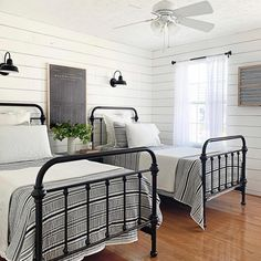 Enchanting Lake House Bedroom Design And Decor Ideas If you have visited a number of different houses in different towns and/or cities, you might have gone to various … Neutral Bedroom Decor, Boys Bedroom Decor, Home Bedroom, Guest Bedrooms, Lake House Bedrooms, Bed Furniture, New Room, Decoration, Interior Design