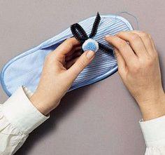 DIY Comment faire un chausson. (http://creachiffon.over-blog.com/article-comment-faire-des-chaussons-adulte-46708503.html)