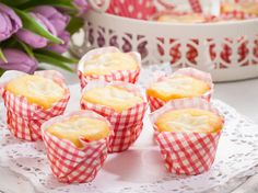 Vanillepudding-Muffins Kiss The Cook, Mole, Scones, Sweet Recipes, Food And Drink, Low Carb, Cupcakes, Sweets, Candy