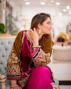 Velvet Pakistani Dress, Simple Pakistani Dresses, Pakistani Dress Design, Fancy Wedding Dresses, Party Wear Dresses, Bridal Dresses, Formal Dresses, Pakistani Fashion Party Wear, Pakistani Wedding Outfits