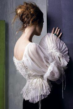 Laced Poet Blouse by Donna Karan | Vogue July 2005                                                                                                                                                      Mais