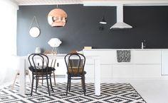 keittiö musta seinä