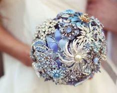 Fazer seu próprio bouquet de noiva além de muito mais econômico ainda pode ser uma forma de ter uma