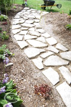 How To Lay A Flagstone Pathway - Soon To Be Charming - - Creating a Flagstone walkway has never been easier. We'll walk your through this great DIY project. The end results will be amazing! Flagstone Pathway, Rock Pathway, Outdoor Walkway, How To Lay Flagstone, Gravel Walkway, Front Walkway, Outdoor Areas, Landscaping With Rocks, Front Yard Landscaping