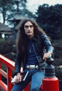 Ken Hensley (August 24, 1945) British keyboardist, guitarist, singer, songwriter and producer, o.a. known from the band Uriah Heep.