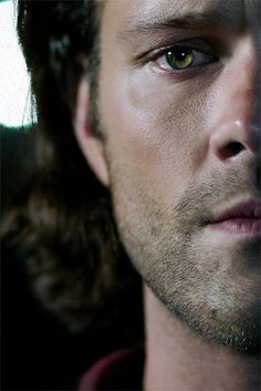 Jared Padalecki as Sam Winchester in Supernatural ♡ Supernatural Series, Jared Padalecki Supernatural, Supernatural Wallpaper, Supernatural Fandom, Supernatural Seasons, Supernatural Quotes, Dean Winchester, Winchester Brothers, Misha Collins