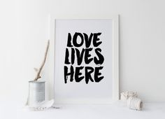 "Printable art "" lOVE Lives HERE"" print,TYPOGRAPHY PRINT,Inspirational quote,inspirational print,Prints,Quotes,Home poster,Instant download von sweetandhoneyprints auf Etsy"
