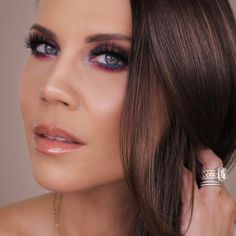 "71.2 χιλ. ""Μου αρέσει!"", 624 σχόλια - Tati Westbrook (@glamlifeguru) στο Instagram: ""Sneak peek at the look I created trying out the new @natashadenona Lila palette 💜💜💜 Video with full…"""