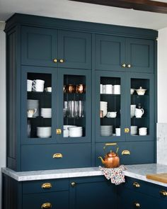 Go Bold! Easy ways to add color to your kitchen Navy Kitchen, Kitchen Decor, Kitchen Ideas, Kitchen Trends, Kitchen Furniture, Layout Design, Estilo Navy, Home Design, Interior Design