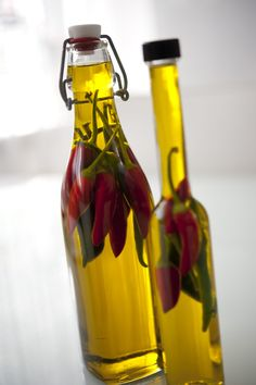 Chiliöl - http://fraujotkocht.com/2014/08/06/chiliol-selber-ansetzen/