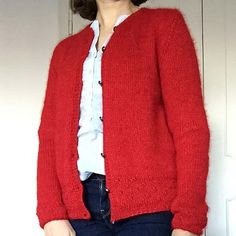 Right here is lastly the mannequin of my final cardigan. Materials 5 balls of Alpaca from Drops, 167 m / Colour Crimson 3620 5 balls of Child-Silk from Drops, 200 m / Colour Crimson 14 Each… Kimono Outfit, Cardigan Outfits, Kimono Cardigan, Casual Outfits, Kimono Shirt, Kimono Jacket, Kimono Fashion, Summer Outfits, Summer Cardigan