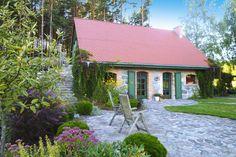 <P>Ein Urlaubstraum im außergewöhnlich schön renovierten Bauernhaus mit Sauna und Kamin. Tagsüber erkunden Sie die kaschubischen Wälder und Seen, abends entspannen Sie im Jacuzzi auf der Terrasse und lassen Ihren Blick über den Sternenhimmel schweifen. </P>