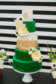 WOW. Gorgeous green and gold wedding cake. (Sara & Rocky Photography)