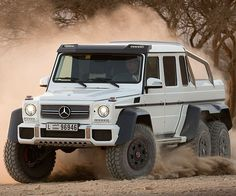 Mercedes-Benz G63 AMG 6×6. <I'd take that off road