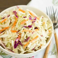 A basic cole slaw recipe Tangy Vinegar Based Slaw is zippy and crunchy flavored with a little heat and a pinch of sweet. A basic cole slaw recipe Tangy Vinegar Based Slaw is zippy and crunchy flavored with a little heat and a pinch of sweet. Coslaw Recipes, Side Dish Recipes, Salad Recipes, Cooking Recipes, Healthy Recipes, Side Dishes, Korean Recipes, Picnic Recipes, Potluck Recipes