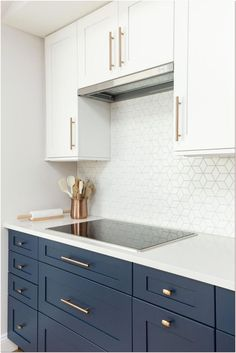 Our kitchen remodel ideas will add style and function to the heart of your home. View these kitchen remodel ideas to get inspired for your kitchen makeover! We'll give nspiration for your kitchen… Kitchen Cabinets Nyc, Kitchen Cabinet Design, Home Decor Kitchen, Kitchen Interior, Recycled Kitchen, Küchen Design, Design Ideas, Cuisines Design, Cool Kitchens