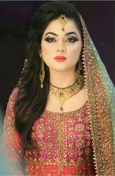 40 trendy indian bridal hairstyles with dupatta color combos Pakistani Bridal Makeup, Pakistani Wedding Outfits, Bridal Outfits, Indian Bridal Hairstyles, Bride Hairstyles, Hairstyle Ideas, Bridal Makeup Looks, Bridal Looks, Wedding Makeup