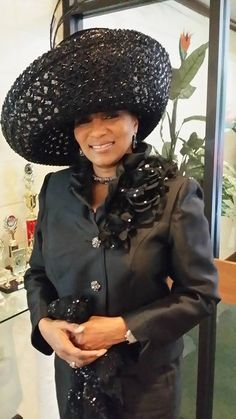 Lady Shirley Perpener in black Louise D.Patterson Couture by Joyce Richardson. Yaasss so bad! Church Suits And Hats, Church Attire, Church Hats, Church Outfits, Church Clothes, Church Dresses, Church Fashion, Fancy Hats, Love Hat