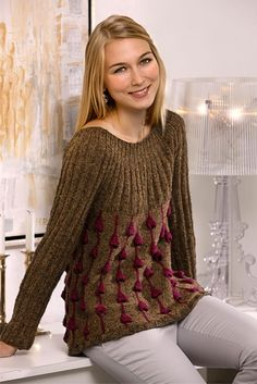 Bluse med 3-dimensionelt mønster - Hendes Verden - A-line sweater w/ round yoke and 3-dimensional pattern FREE P in Danish (hva)