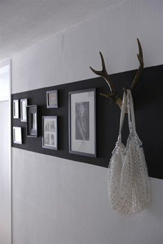 Flur 2 Geweih Garderobe - Hints for Women Hallway Displays, Hallway Designs, Paint Stripes, Striped Walls, Home And Deco, Interior Design Inspiration, Decoration, Home And Living, Living Room