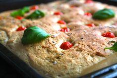 Bakade det italienska brödet Focaccia igår för första gången, men det kommer inte vara sista gången vill jag lova. Så saftigt och smakrikt. Ni måste prova bara! Perfekt brytbröd till buffen eller goda soppor. Det här behöver du till en långpanna Focaccia: 25 gramfärsk jäst för bröd 4 dl ljummet … Läs mer