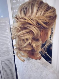Wedding Hairstyles For Long Hair - Check out formal hairstyles for long hair suggested by the best artists for your inspiration. These popular ideas are perfect for creating an evening look. Formal Hairstyles For Long Hair, Pretty Hairstyles, Easy Hairstyles, Long Haircuts, Hairstyle Ideas, Hair Ideas, Bridal Hairstyles, Bridesmaid Hairstyles, Evening Hairstyles