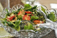 Pretty Glass Bowl with Salad - FROM: Mennonite Girls Can Cook: Strawberry Spinach Salad Spinach Strawberry Salad, Spinach Salad, Potluck Salad, Salad Recipes, Healthy Recipes, Amish Recipes, Catering Food, Cream Of Chicken Soup, Salad Ingredients