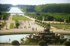 Versailles... ::sigh::  I could hang out in the gardens allll day.
