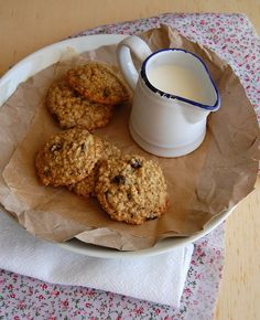 Toasted oat, cherry and hazelnut cookies / Cookies de aveia e avelã tostadas e cerejas secas