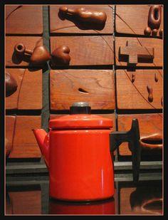 Arabia / FINEL, Pehtoori enamel coffee pot, designed by Antti Nurmesniemi Kettle, Finland, Enamel, Kitchen Appliances, Coffee, Home, Design, Diy Kitchen Appliances, Kaffee