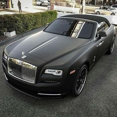 Rolls Royce Is One Of The Most Luxurious Car Ever Been Produced. Here Are The 10 Super Astonishing Rolls Royce Matte Photos Rolls Royce Wraith, Rolls Royce Cars, Mafia, Selena Gomez, Bmw Classic Cars, Expensive Cars, Future Car, Amazing Cars, Hot Cars