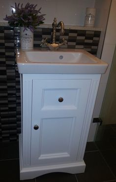 asymmetric corners in old small bathrooms are common but being able rh pinterest com