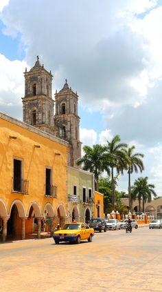Valladolid - Yucatan - Mexique La place centrale de Valladolid, toujours animée