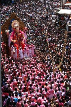 Hindu and Muslims @ Ganesh Nimajjan, Hyderabad, India Ganpati Visarjan, Ganpati Bappa, Festivals Of India, Indian Festivals, Shri Ganesh, Lord Ganesha, Ganesh Statue, Holi, Ganesh Utsav