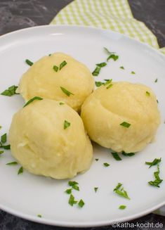 You can easily make potato dumplings yourself – in this recipe I will explain how. A nice side dish! You can easily make potato dumplings yourself – in this recipe I will explain how. A nice side dish! Potato Recipes Crockpot, Sweet Potato Recipes Healthy, Easy Salad Recipes, Instant Pot Potato Recipe, Scalloped Potato Recipes, Potato Side Dishes, Sandwiches, Albondigas, Holiday Recipes