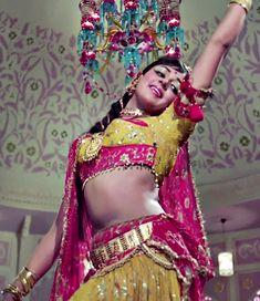 Bollywood Actress Hot Photos, Indian Actress Hot Pics, Bollywood Fashion, Hot Actresses, Indian Actresses, Indian Navel, Indian Bridal Lehenga, Vintage Bollywood, Photography Poses Women