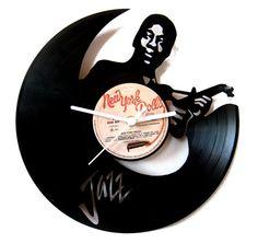 Vinyl clock Jazz guitarist by Funkyvinyl on Etsy, €35.00