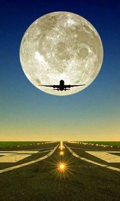 Spells for Supermoon: Super Moon Magic Moon Moon, Moon Art, Moon Photography, Amazing Photography, Airplane Photography, Travel Photography, Wallpaper Sky, Shoot The Moon, Moon Pictures