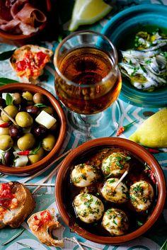 Tapas (marinierte Oliven mit Manchego;Piedmont Eier;Boquerones)