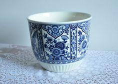 Vintage Delfts Blauw Blue by Boch Holland Netherlands Dutch Planter Pottery Pot Indoor Outdoor Plant Blue White Decoration Medium Size M18 by VisionVintageDecor on Etsy